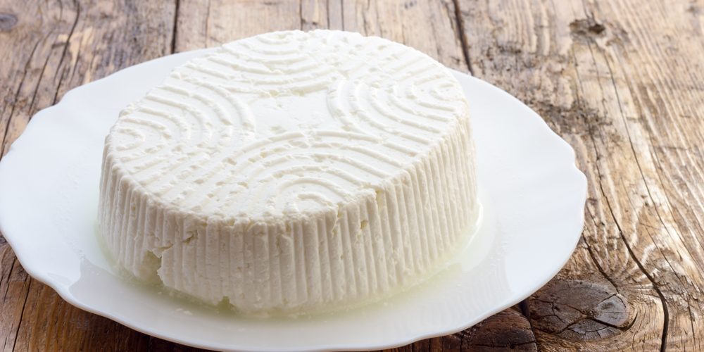 How to Make Homemade Ricotta Cheese (3 Recipes)