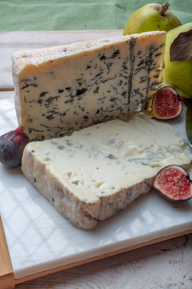 How do we eat gorgonzola