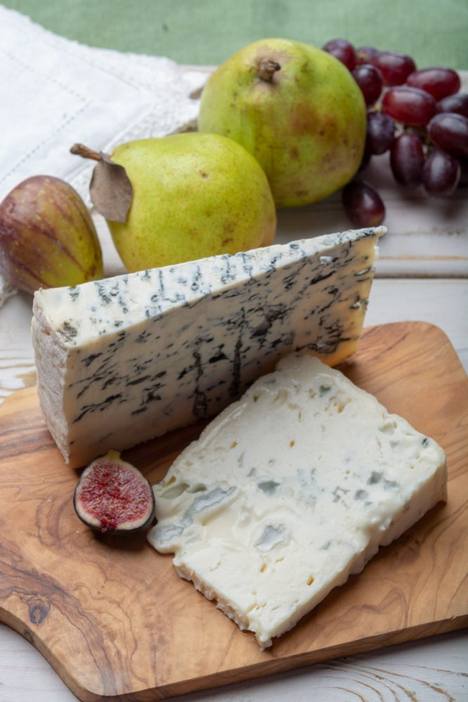 How is gorgonzola dolce made